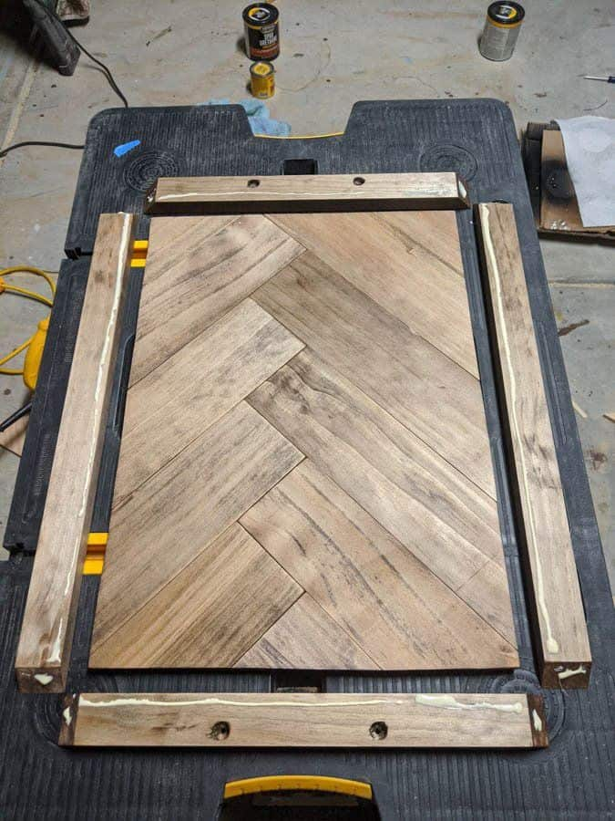 assembly DIY serving tray with glue