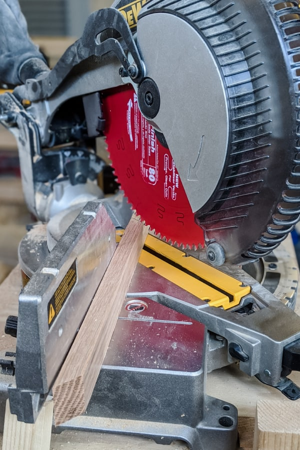 cutting angles on the miter saw